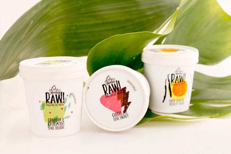 lily & hannas raw food ice dream / glass i smakerna choklad, cola och kardemmuma - ekologiskt & veganskt