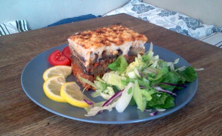 Läcker moussaka med köttfärs hos Farbror Nikos café & galleri