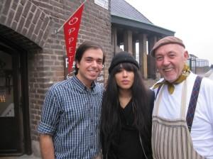 Farbror Nikos son Grigoris, sångerskan Loreen Talhaoui och Farbror Nikos