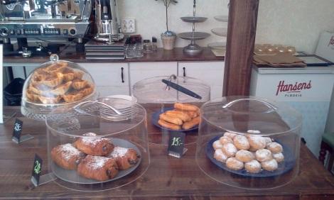 Hembakta kakor hos Farbror Nikos: Baklava, kourabiedes och koulouri