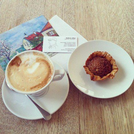 Fota din fika hos Farbror Nikos, lägg ut på Instagram och vinnn en Philips Saeco espressomaskin