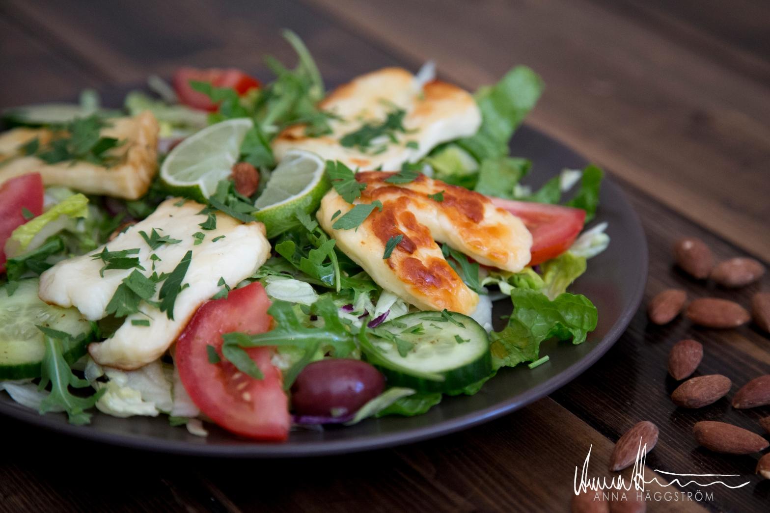 Smaskig halloumi sallad på grekiska lunch restaurangen Farbror Nikos på Södermalm