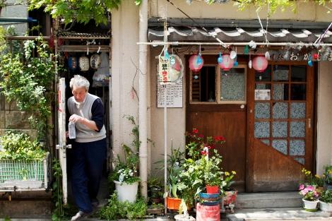 Cornelia Batalow ställer ut på Farbror café, restaurang och galleri