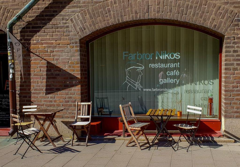 Restaurang Farbror Nikos uteservering på Katarinavägen i Slussen på Södermalm