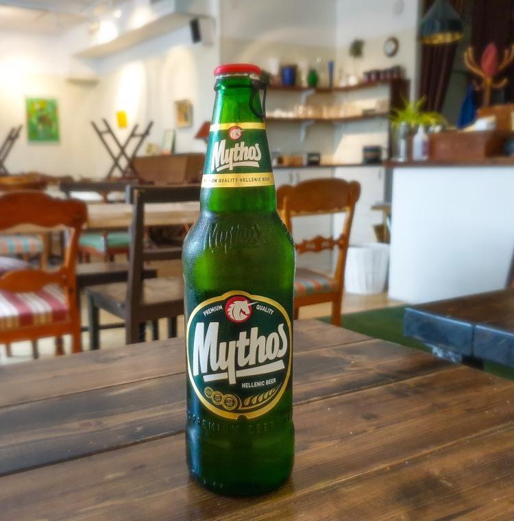 Grekiska ölsorten Mythos passar bra till moussaka, gyros eller grekisk sallad
