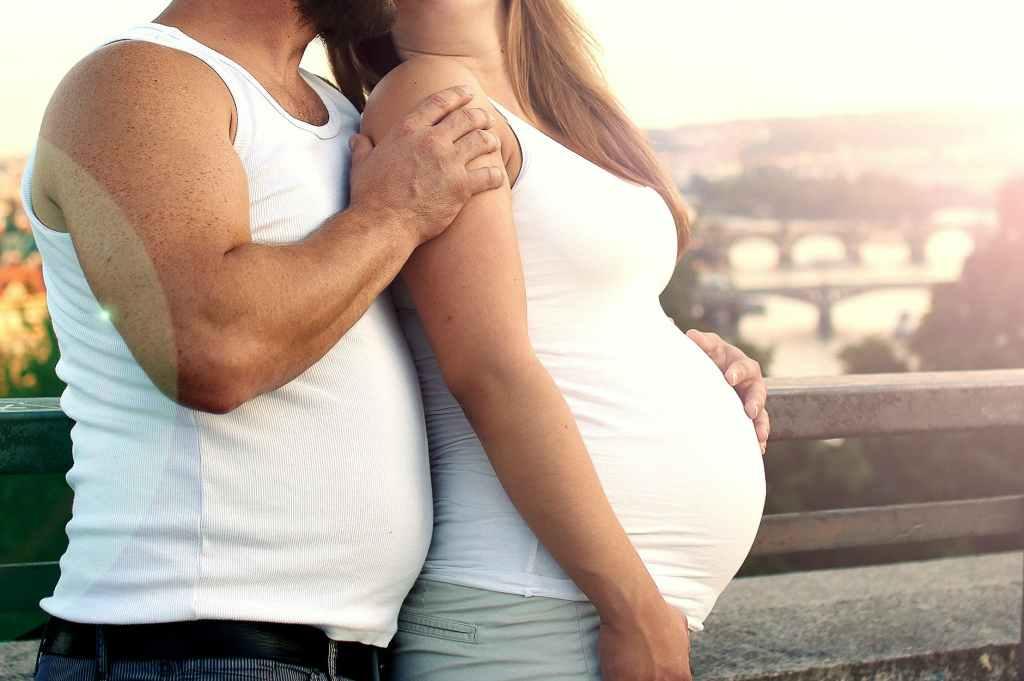 Det går bra för gravida att äta fetaost, enligt Livsmedelsverket