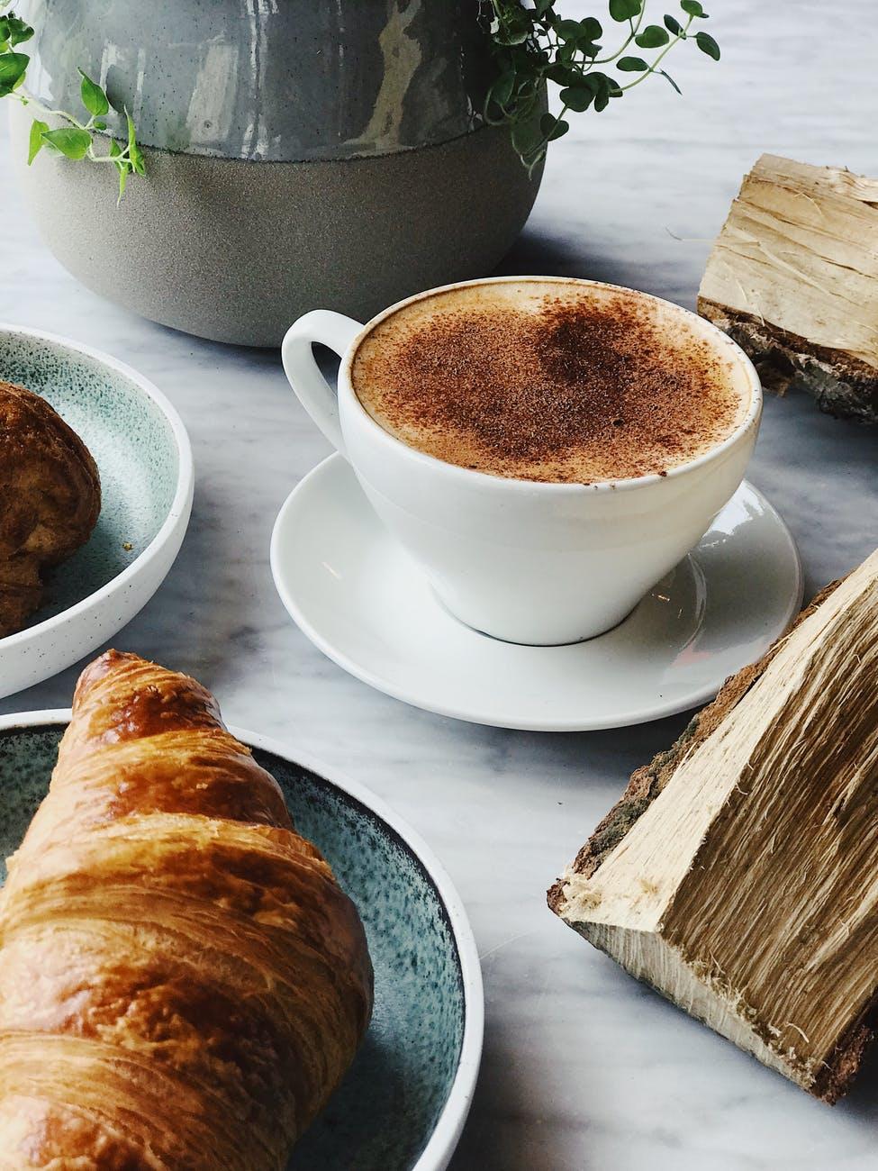 Kaffe, bulle & annat gott till frukost hos Farbror Nikos vid Slussen på Södermalm